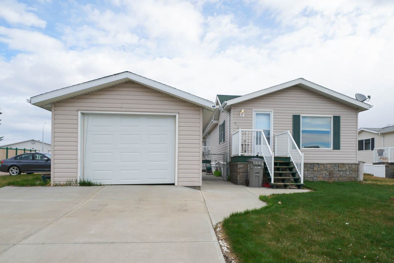 Main Photo: 1560 53222 Range Road 272 Road: Rural Parkland County Mobile for sale : MLS®# E4196270