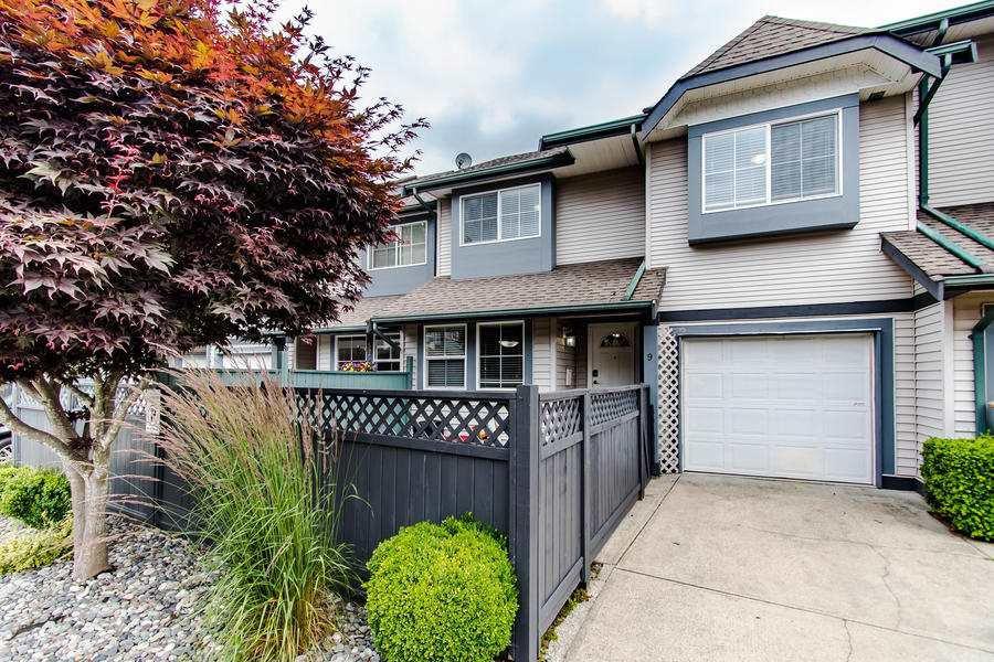 Main Photo: 9 21015 118 AVENUE in Maple Ridge: Southwest Maple Ridge Townhouse for sale : MLS®# R2475605