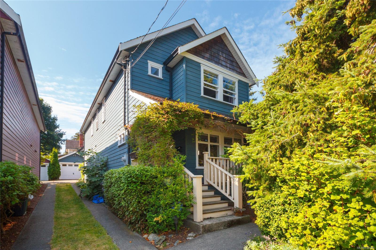 Main Photo: 1317 Balmoral Rd in : Vi Fernwood House for sale (Victoria)  : MLS®# 858680