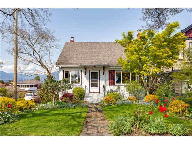 Main Photo: 2705 E 4TH AVENUE in : Renfrew VE House for sale : MLS®# V1123294