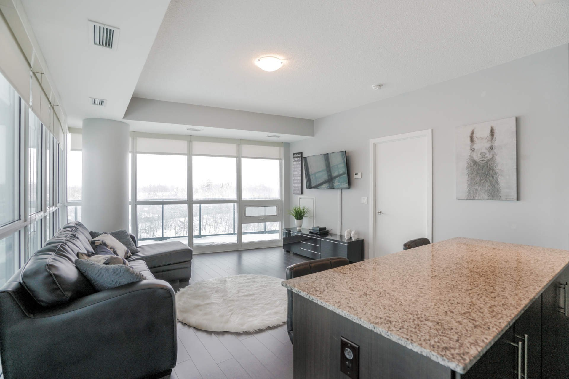 Photo 3: Photos: 401 35 Brian Peck Crescent in Toronto: Leaside Condo for sale (Toronto C11)  : MLS®# C4646982