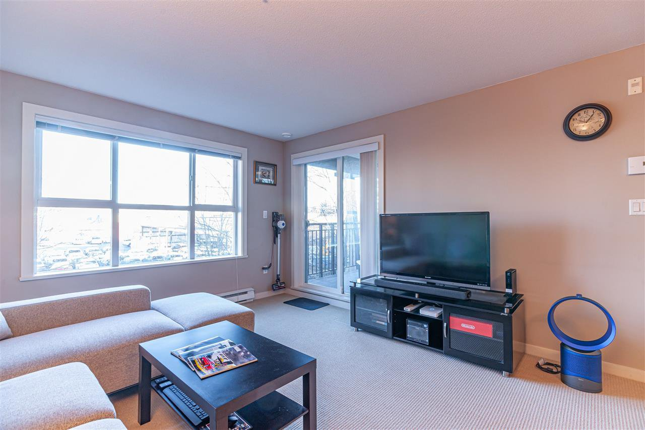 "Main Photo: 305 5885 IRMIN Street in Burnaby: Metrotown Condo for sale in ""MACPHERSON WALK EAST"" (Burnaby South)  : MLS®# R2428977"