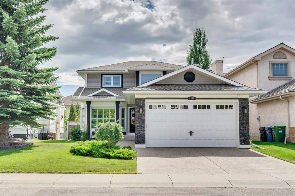 Main Photo: 2235 DOUGLASBANK Crescent SE in Calgary: Douglasdale/Glen Detached for sale : MLS®# A1024422