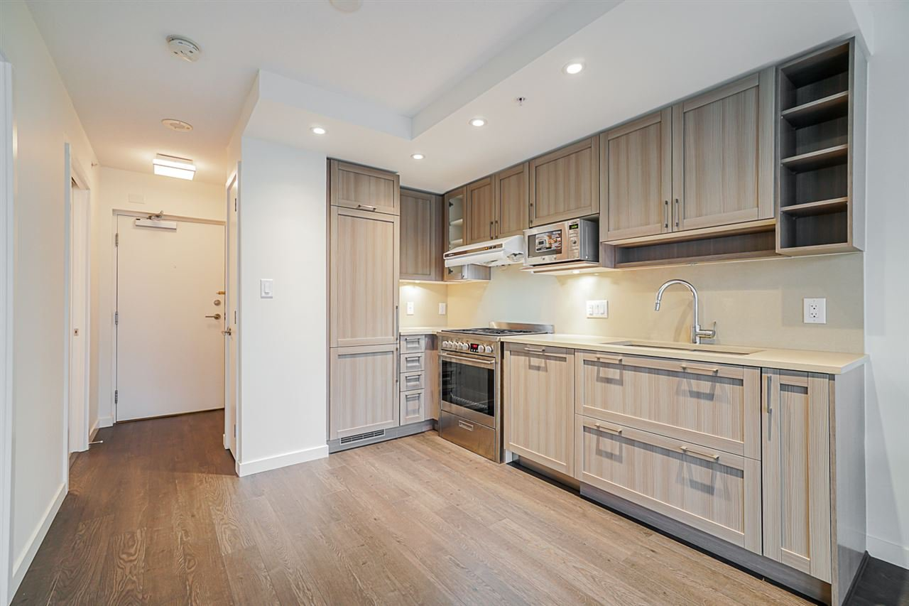 """Main Photo: 718 5665 BOUNDARY Road in Vancouver: Collingwood VE Condo for sale in """"WALL CENTRE CENTRAL PARK"""" (Vancouver East)  : MLS®# R2431839"""