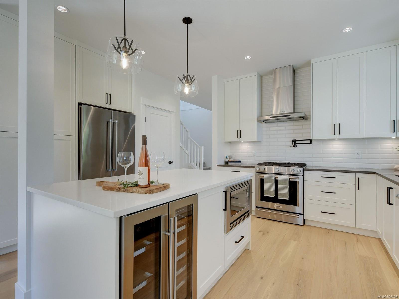 Main Photo: 1027 Tolmie Ave in : Vi Mayfair House for sale (Victoria)  : MLS®# 852128