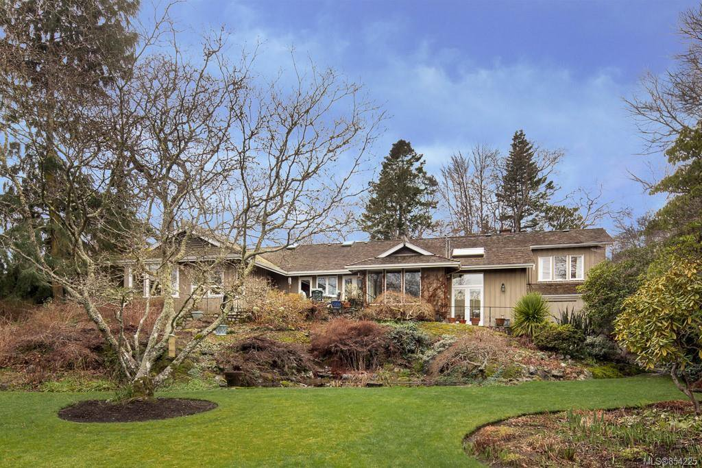Main Photo: 3205 Exeter Rd in : OB Uplands House for sale (Oak Bay)  : MLS®# 854225