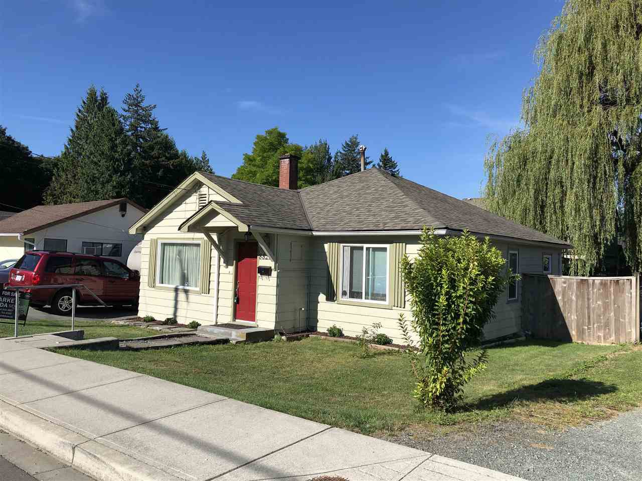 Main Photo: 8825 EDWARD Street in Chilliwack: Chilliwack W Young-Well House for sale : MLS®# R2491972