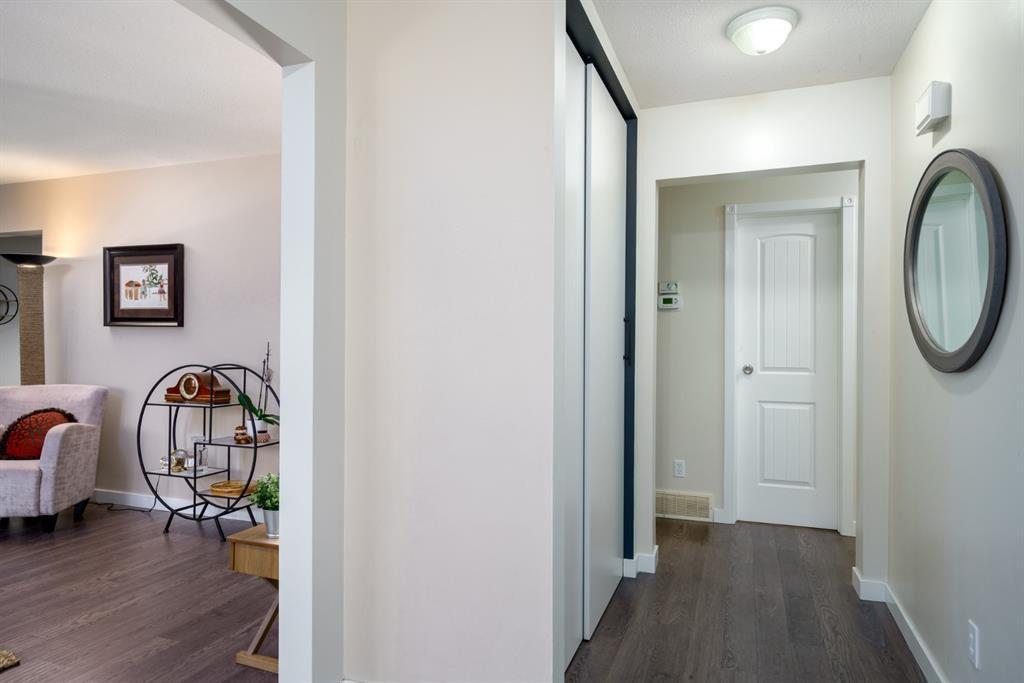 Photo 3: Photos: 523 Deermont Court SE in Calgary: Deer Ridge Detached for sale : MLS®# A1050055