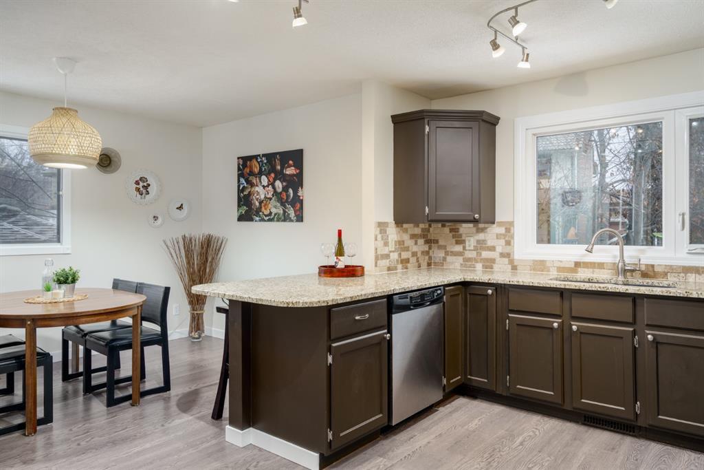 Photo 10: Photos: 523 Deermont Court SE in Calgary: Deer Ridge Detached for sale : MLS®# A1050055