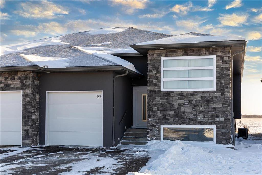 Main Photo: 89 EVERGREEN Avenue in Mitchell: R16 Residential for sale : MLS®# 202100142