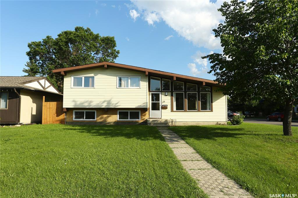 Main Photo: 29 Assiniboine Drive in Saskatoon: River Heights SA Residential for sale : MLS®# SK782395