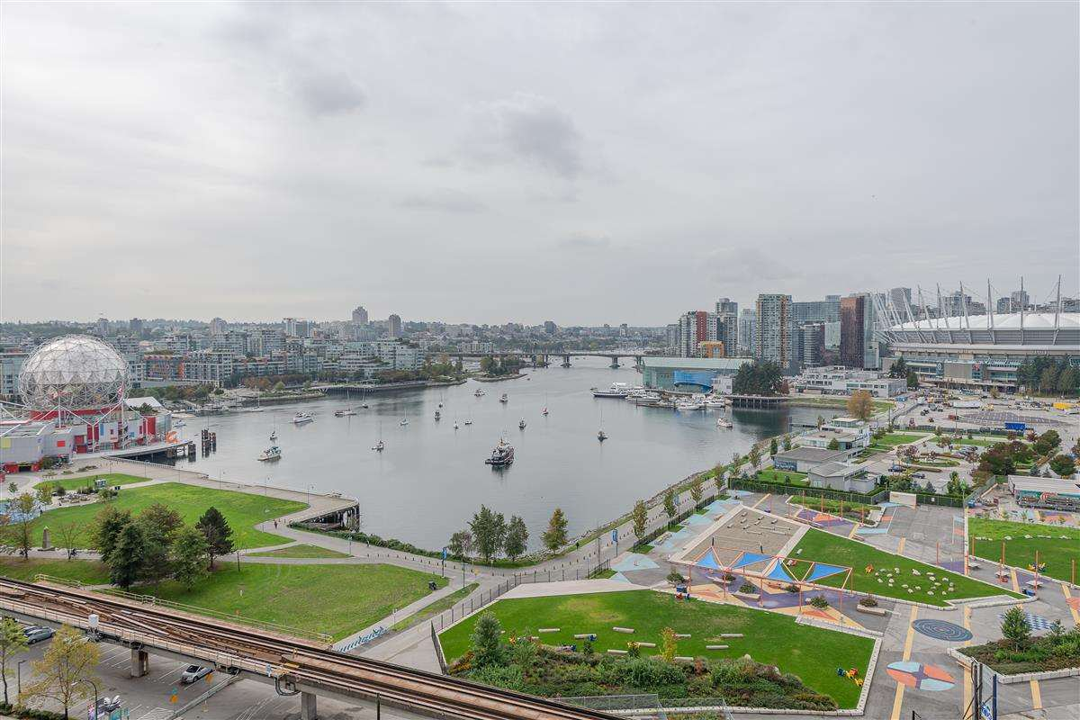 """Photo 12: Photos: 1704 125 MILROSS Avenue in Vancouver: Downtown VE Condo for sale in """"CREEKSIDE"""" (Vancouver East)  : MLS®# R2408403"""