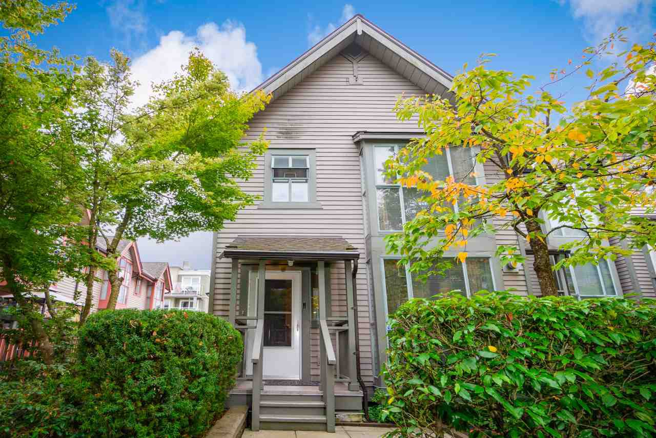 Main Photo: 4877 DUCHESS STREET in Vancouver: Collingwood VE Townhouse for sale (Vancouver East)  : MLS®# R2408355