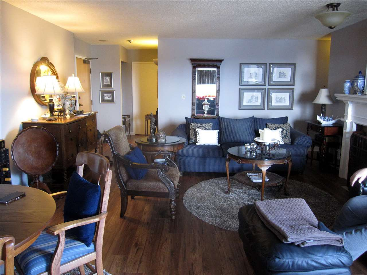 Photo 3: Photos: 405 410 CARNARVON Street in New Westminster: Downtown NW Condo for sale : MLS®# R2428673