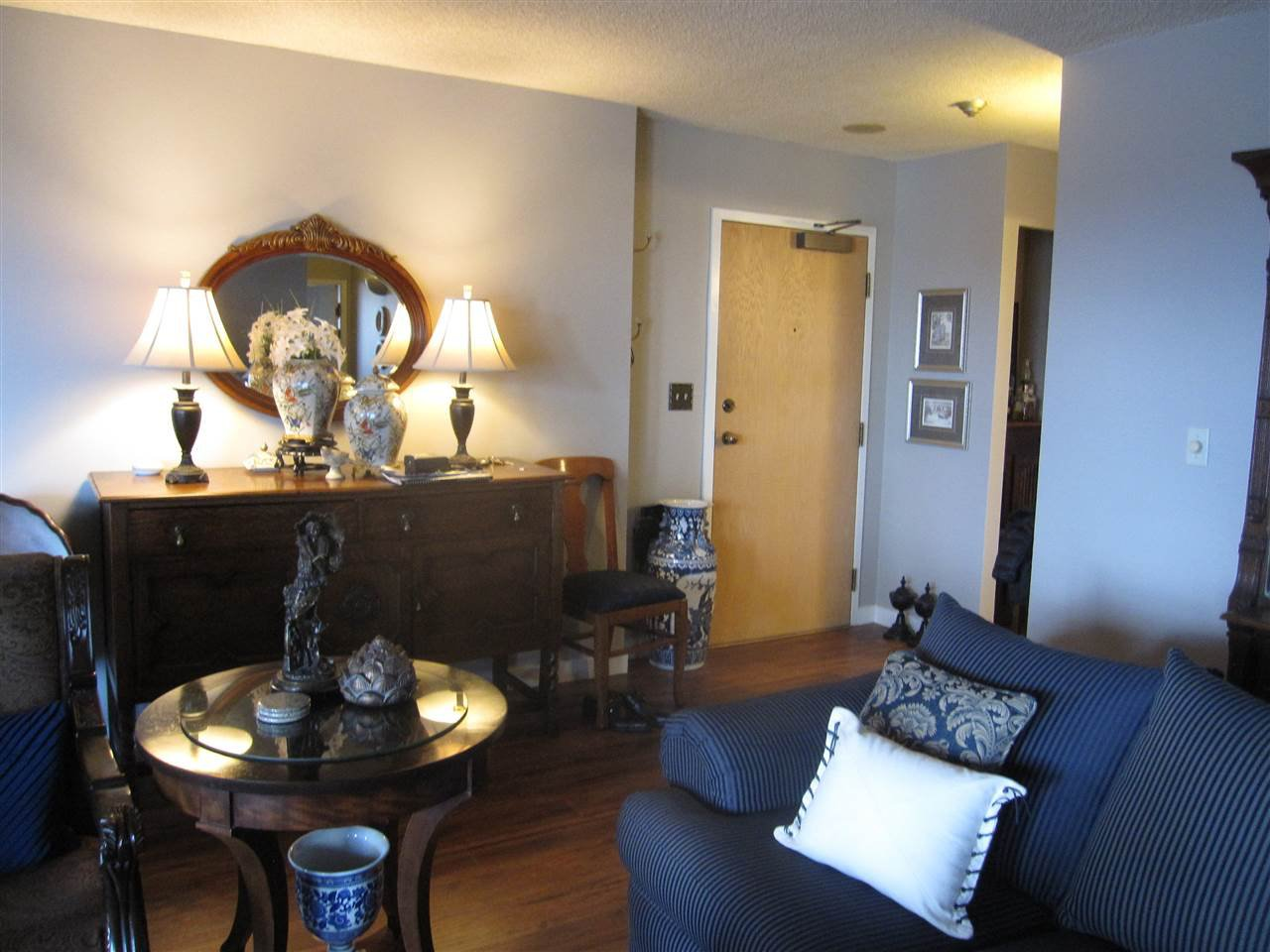 Photo 4: Photos: 405 410 CARNARVON Street in New Westminster: Downtown NW Condo for sale : MLS®# R2428673