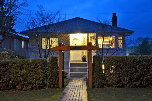 Main Photo: 1961 Mahon Avenue in North Vancouver: Central Lonsdale Home for sale ()  : MLS®# V1000604