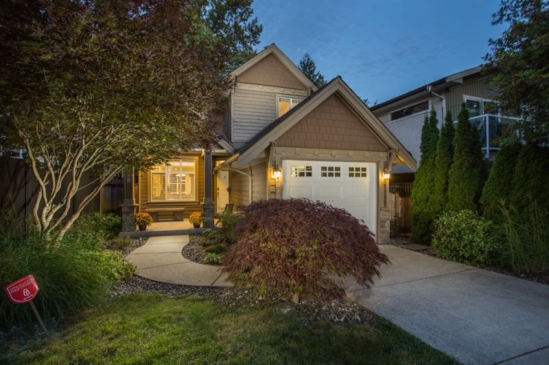 Main Photo: 2028 MAHON Avenue in North Vancouver: Central Lonsdale House for sale : MLS®# R2499004