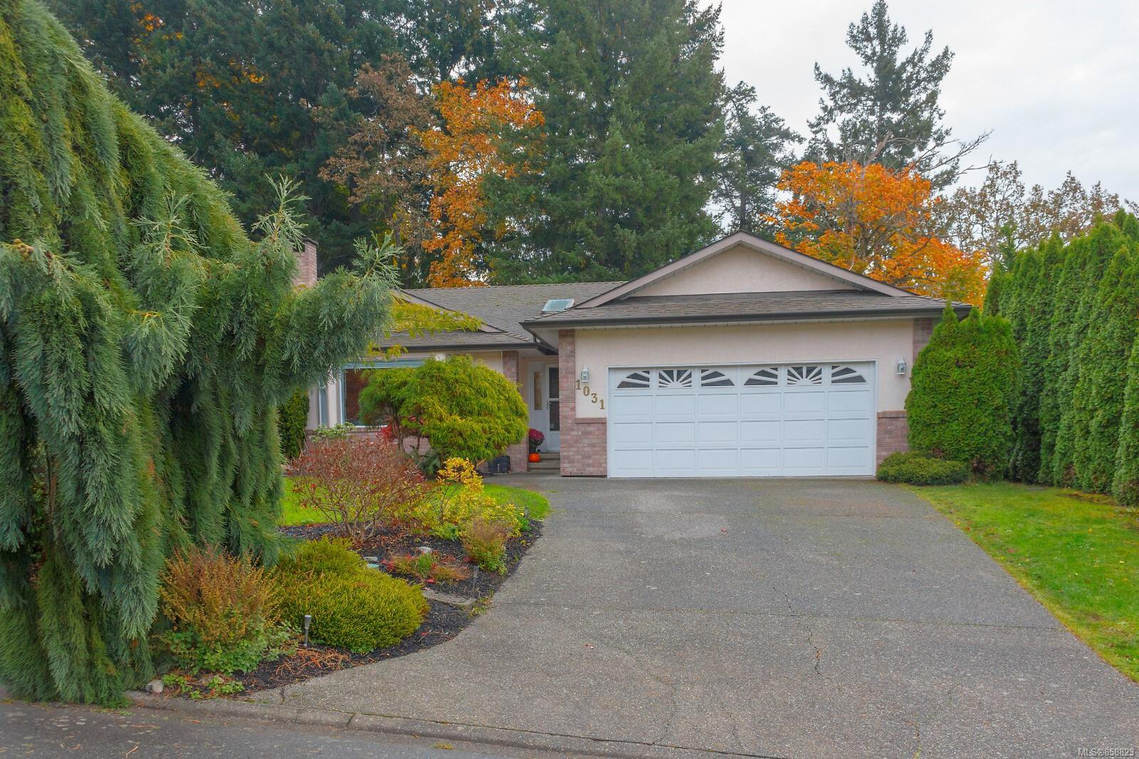 Main Photo: 1031 Adeline Pl in : SE Broadmead House for sale (Saanich East)  : MLS®# 858823