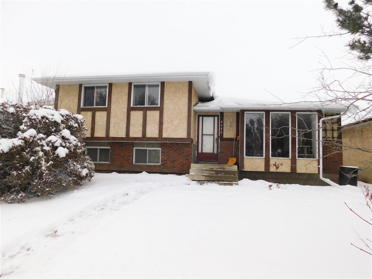 Main Photo: 4620 43 Avenue: Gibbons House for sale : MLS®# E4221456