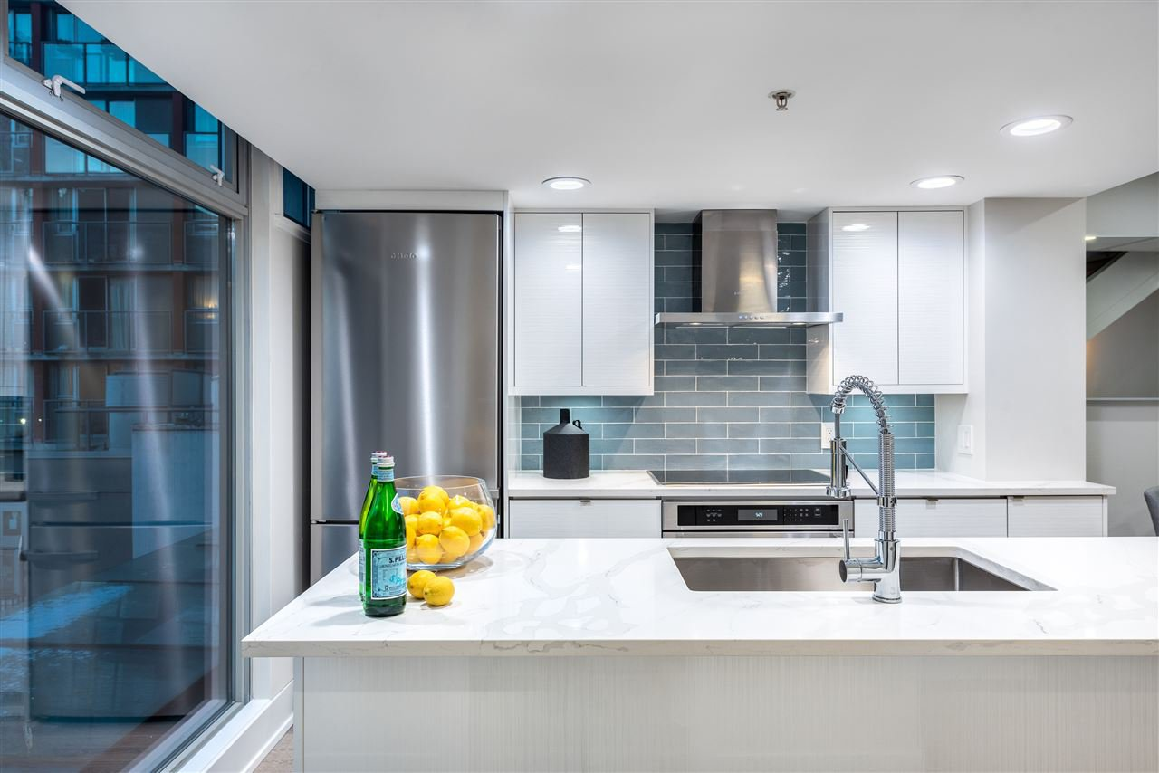 """Main Photo: 312 1255 SEYMOUR Street in Vancouver: Downtown VW Townhouse for sale in """"ELAN"""" (Vancouver West)  : MLS®# R2397148"""