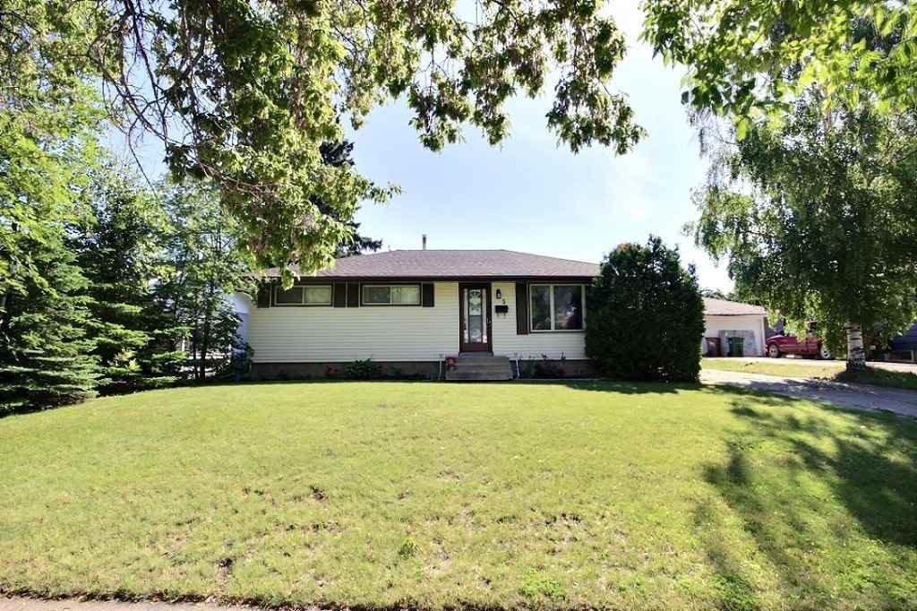 Main Photo: 5 GRANDORA Crescent: St. Albert House for sale : MLS®# E4205153