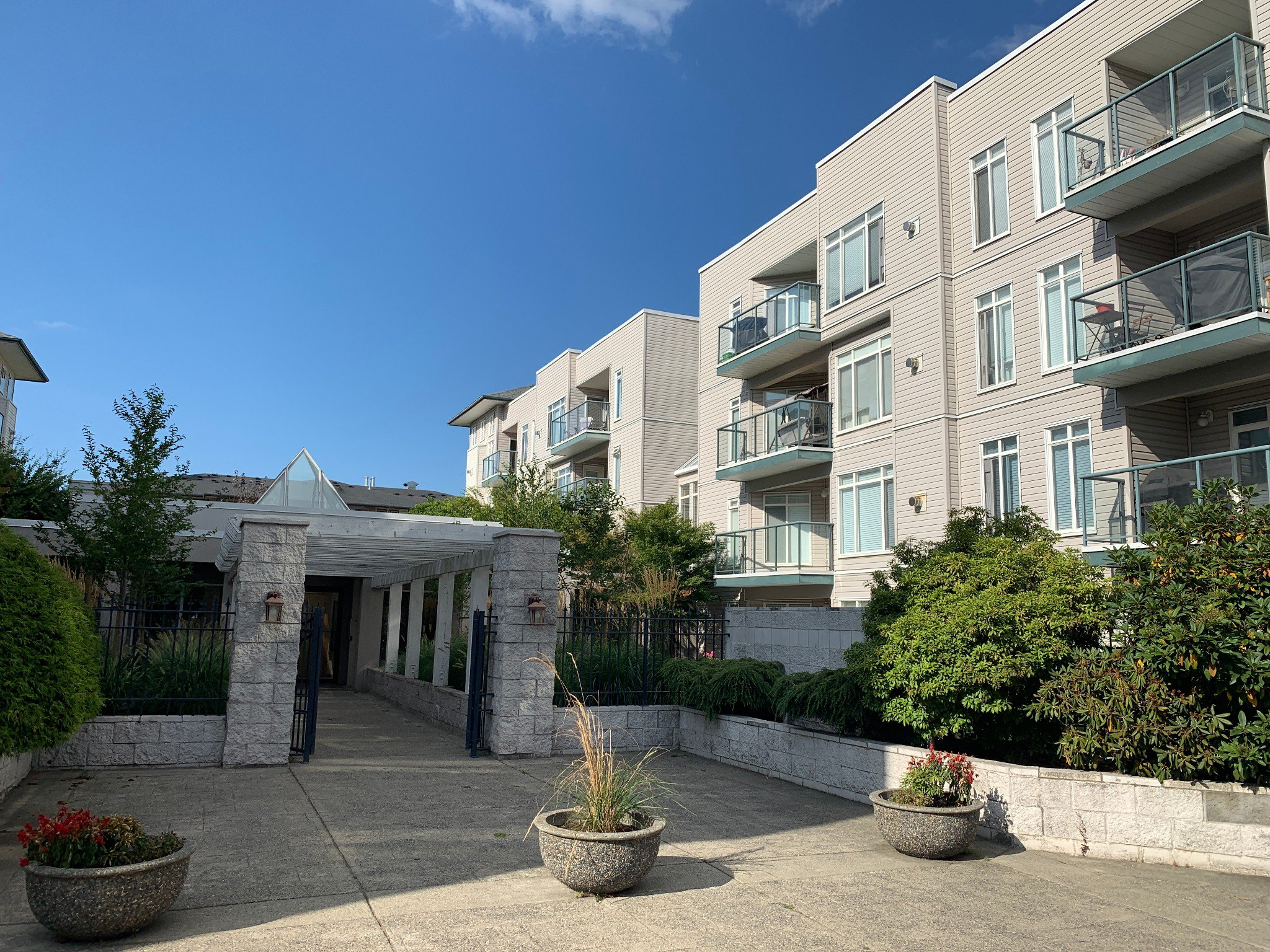 Main Photo: #212 32085 George Ferguson Way in Abbotsford: Abbotsford West Condo for rent