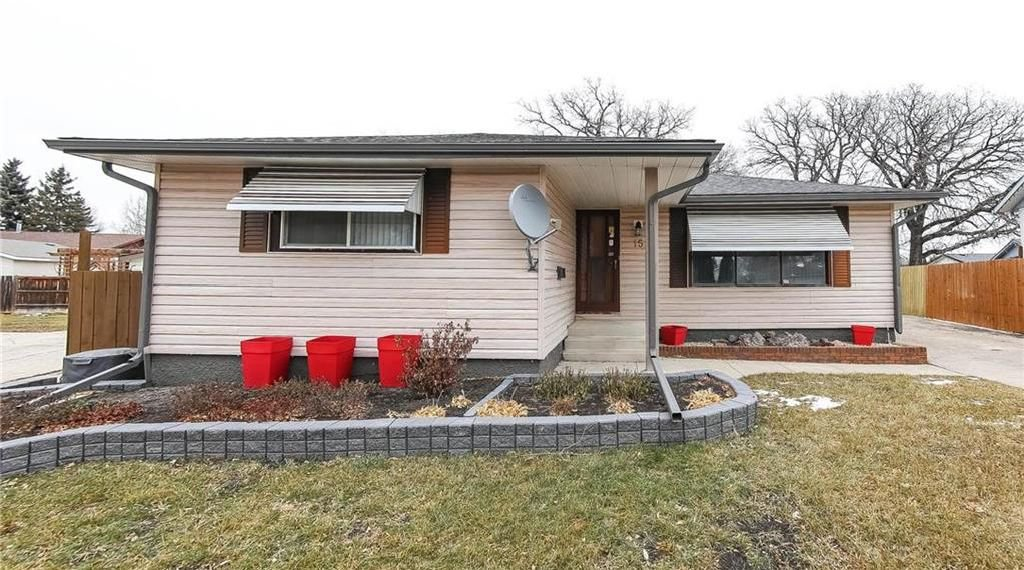 Main Photo: 15 Hobbs Crescent in Winnipeg: Valley Gardens Residential for sale (3E)  : MLS®# 202028175