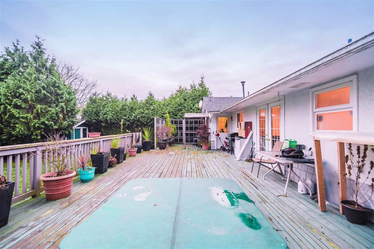 Main Photo: 6092 LADNER TRUNK Road in Delta: Holly House for sale (Ladner)  : MLS®# R2521625