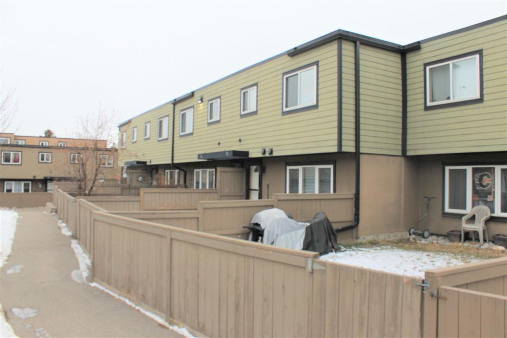 Main Photo: 73 3809 45 Street SW in Calgary: Glenbrook Row/Townhouse for sale : MLS®# A1055108