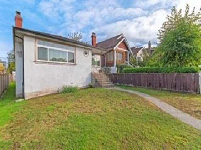 Main Photo: 3537 DUNDAS Street in Vancouver: Hastings House for sale (Vancouver East)  : MLS®# R2409470
