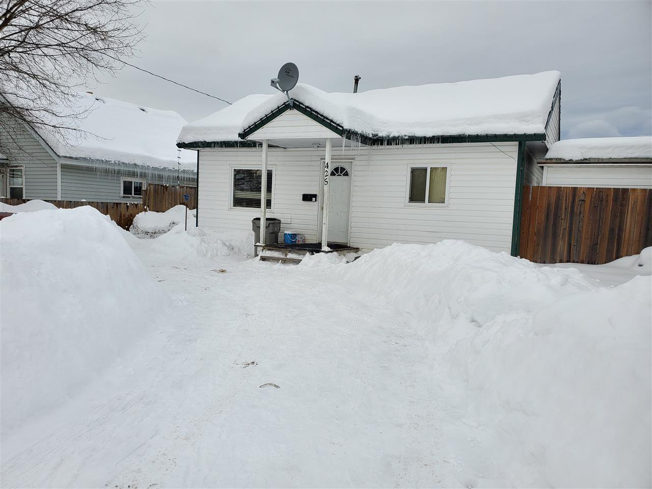 Main Photo: 425 WINDER Street in Quesnel: Quesnel - Town House for sale (Quesnel (Zone 28))  : MLS®# R2431979
