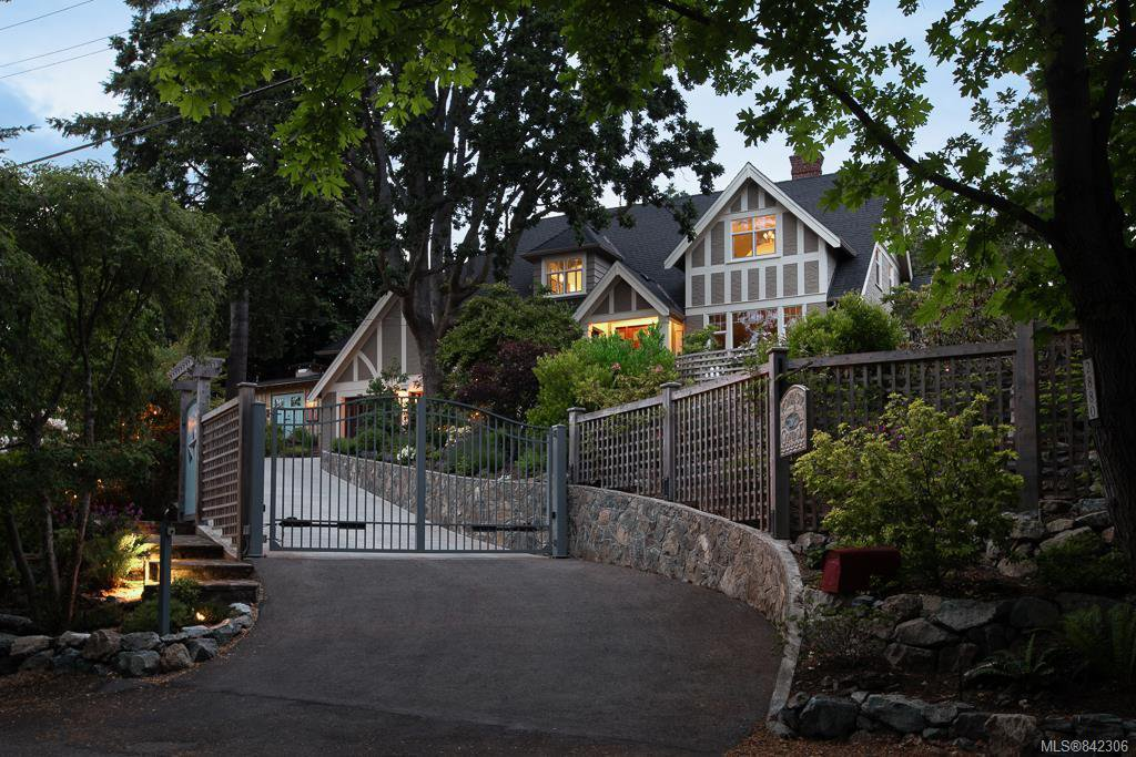 Main Photo: 2880 Sea View Rd in Saanich: SE Ten Mile Point House for sale (Saanich East)  : MLS®# 842306