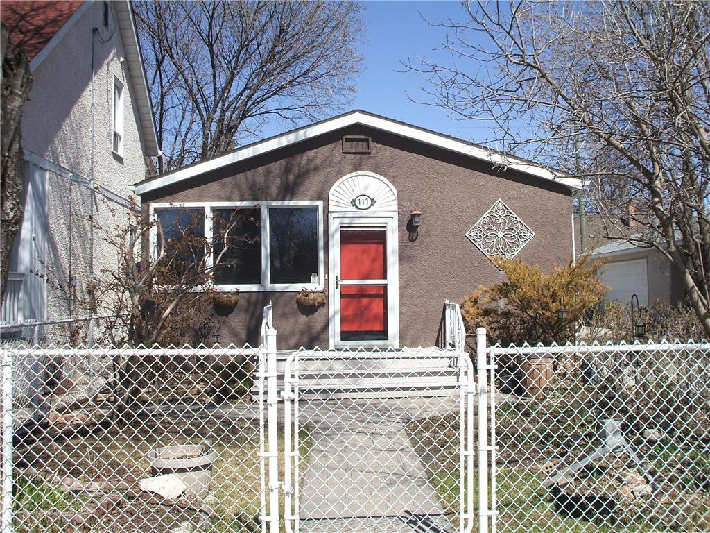 Main Photo: 117 Vivian Avenue in Winnipeg: St Vital Residential for sale (2D)  : MLS®# 202005186