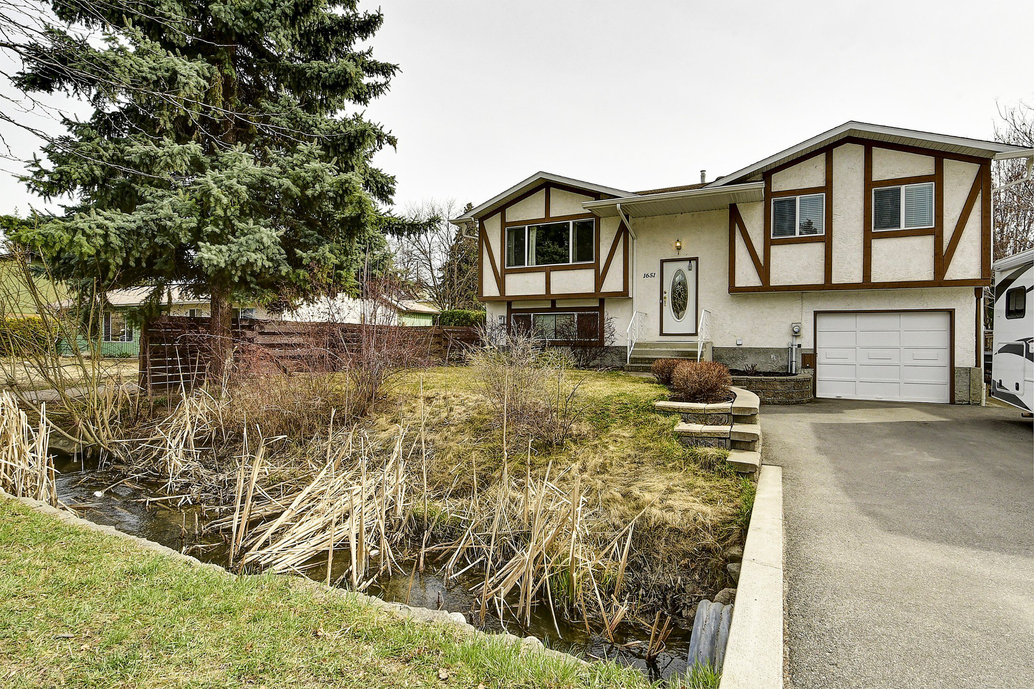 Main Photo: 1651 Blondeaux Crescent in Kelowna: Glenmore House for sale (Central Okanagan)  : MLS®# 10202415