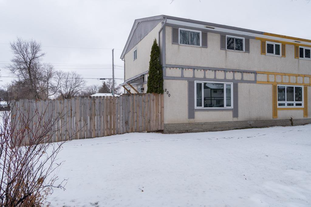Welcome to 200 Dowling Ave W. Huge corner lot!