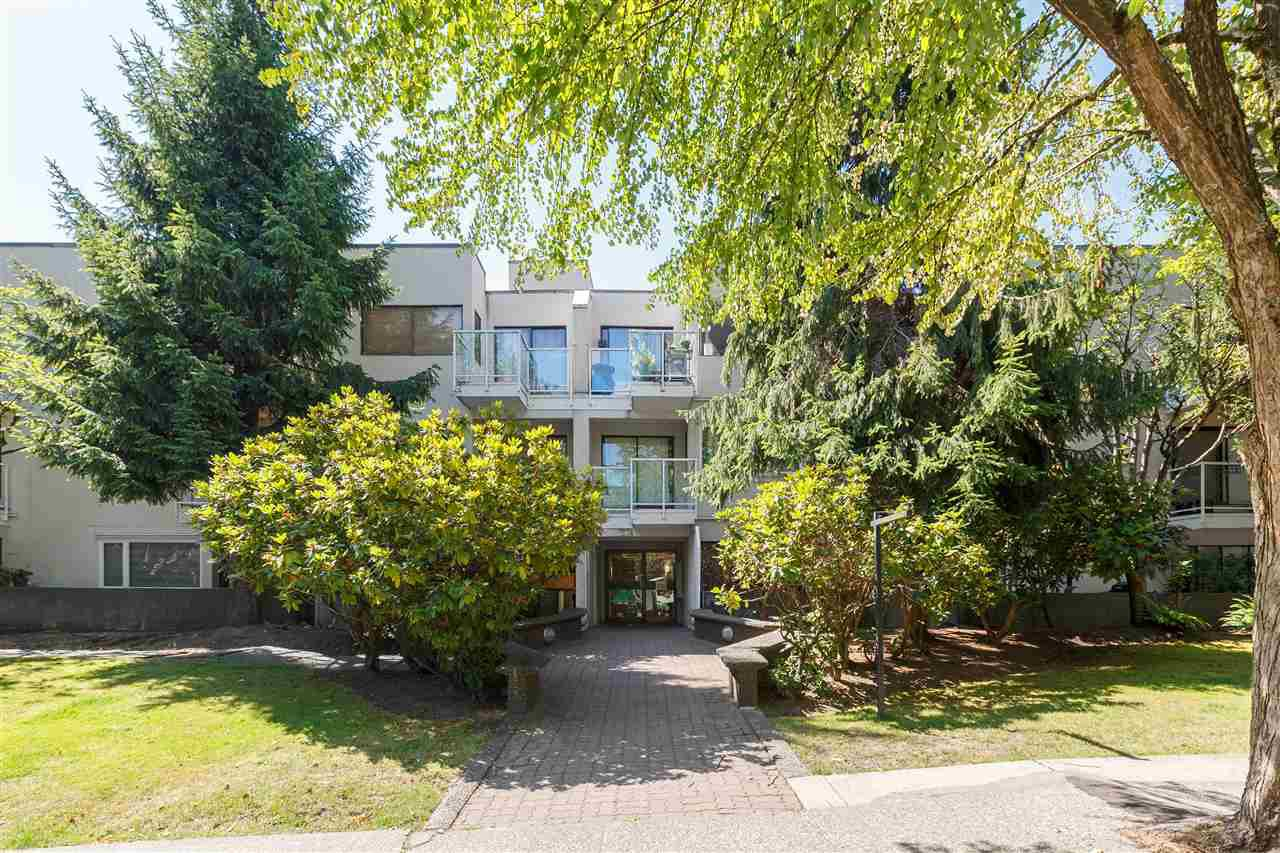 "Main Photo: 315 830 E 7TH Avenue in Vancouver: Mount Pleasant VE Condo for sale in ""FAIRFAX"" (Vancouver East)  : MLS®# R2391230"