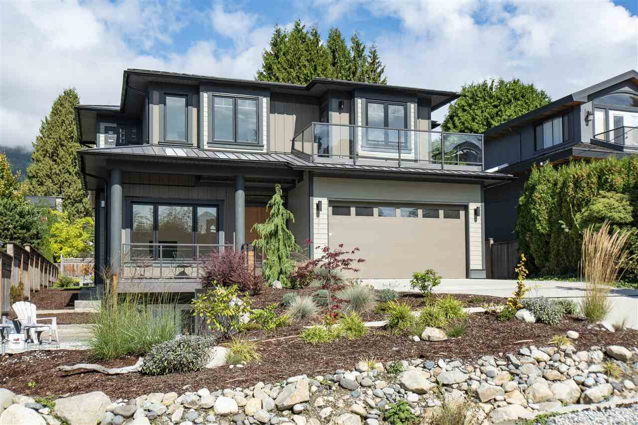 """Main Photo: 2271 FULTON Avenue in West Vancouver: Dundarave House for sale in """"Dundarave"""" : MLS®# R2435072"""