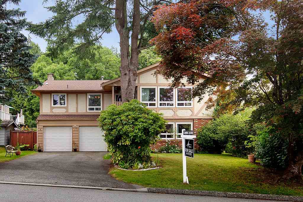 Main Photo: 2322 KIRKSTONE Road in North Vancouver: Lynn Valley House for sale : MLS®# R2478995