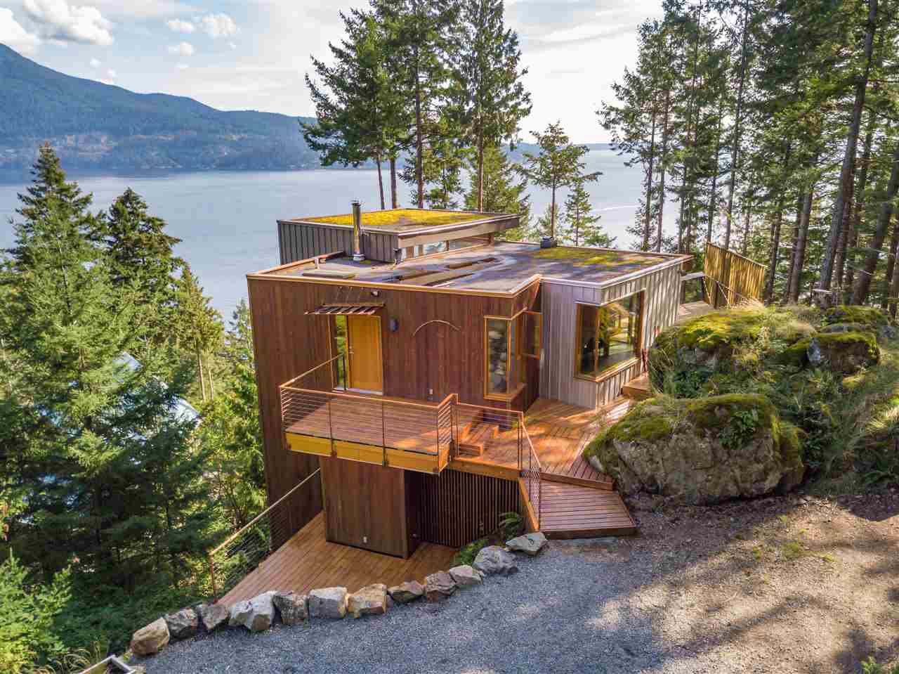 Main Photo: 231 HIGHLAND Trail: Bowen Island House for sale : MLS®# R2506552