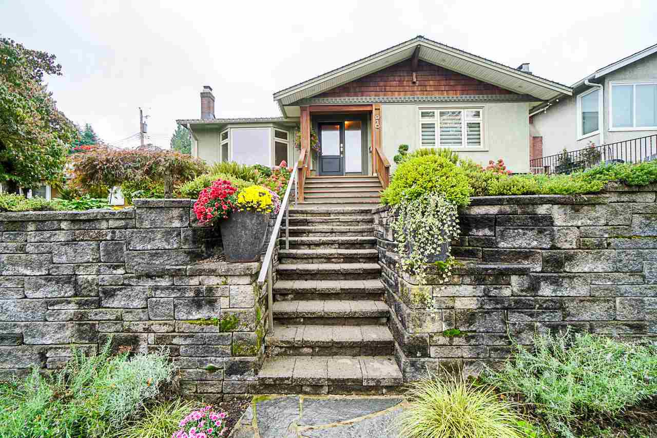 Main Photo: 910 KENT STREET in New Westminster: The Heights NW House for sale : MLS®# R2407320