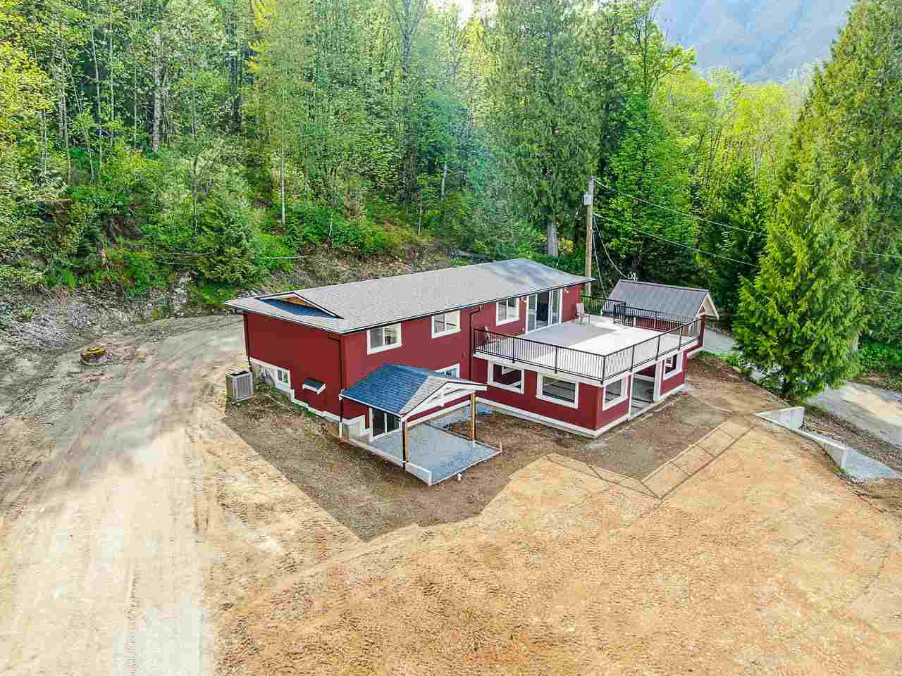 """Main Photo: 44390 BAYVIEW Road in Mission: Lake Errock House for sale in """"LAKE ERROCK - BAYVIEW"""" : MLS®# R2453560"""