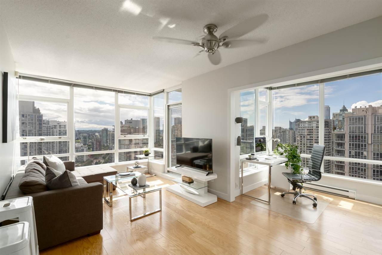 Main Photo: 3210 928 BEATTY STREET in Vancouver: Yaletown Condo for sale (Vancouver West)  : MLS®# R2463696