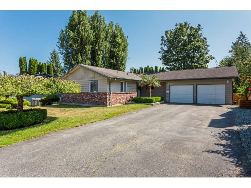 Main Photo: 31570 MONTE VISTA Crescent in Abbotsford: Abbotsford West House for sale : MLS®# R2394949