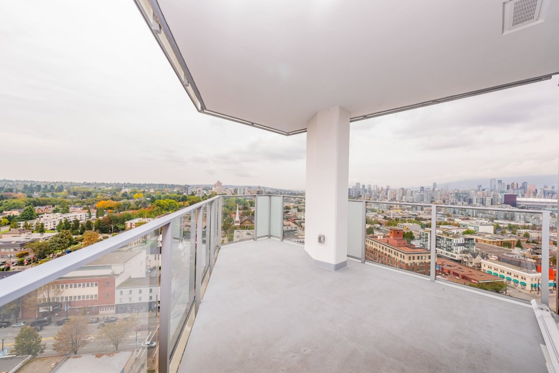 """Photo 8: Photos: 2210 285 E 10TH Avenue in Vancouver: Mount Pleasant VE Condo for sale in """"THE INDEPENDENT"""" (Vancouver East)  : MLS®# R2409964"""