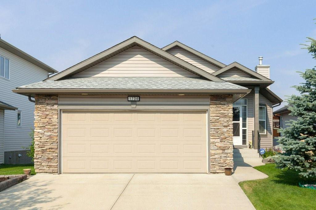 Main Photo: 1734 THORBURN Drive SE: Airdrie Detached for sale : MLS®# C4281288