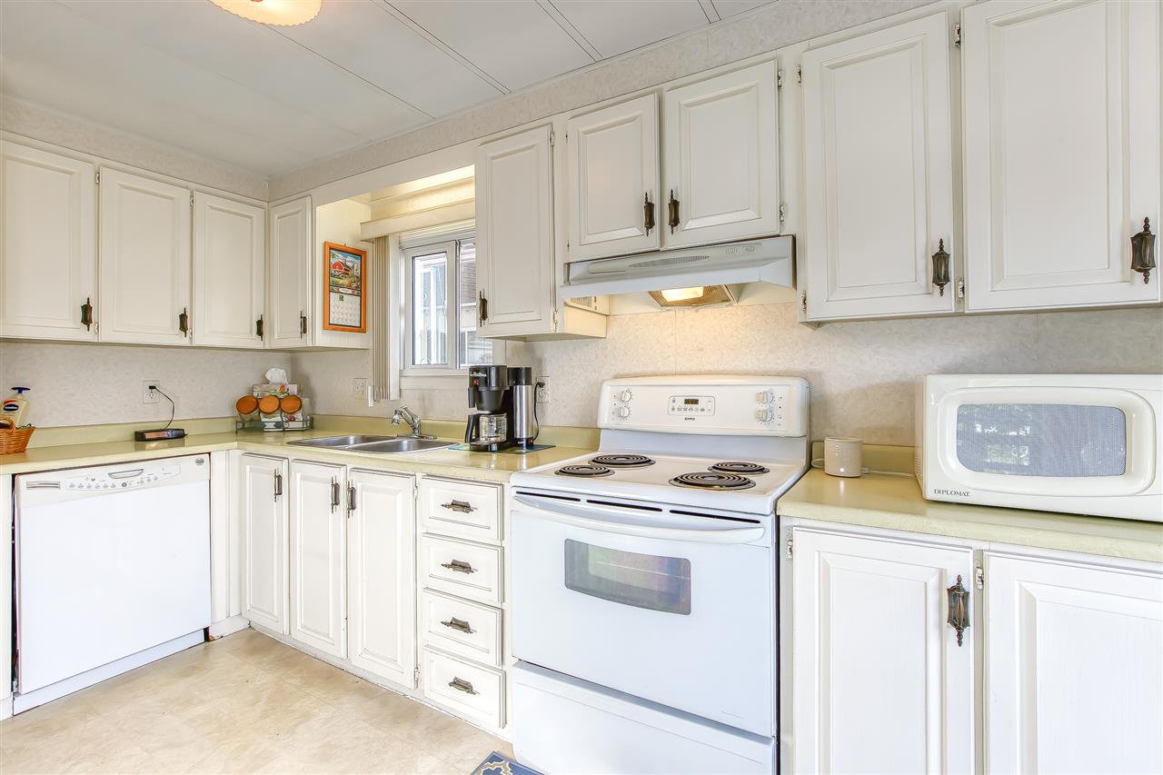 """Photo 9: Photos: 4 7850 KING GEORGE Boulevard in Surrey: East Newton Manufactured Home for sale in """"BEAR CREEK GLEN"""" : MLS®# R2491097"""