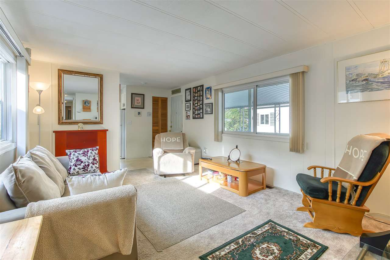 """Photo 5: Photos: 4 7850 KING GEORGE Boulevard in Surrey: East Newton Manufactured Home for sale in """"BEAR CREEK GLEN"""" : MLS®# R2491097"""