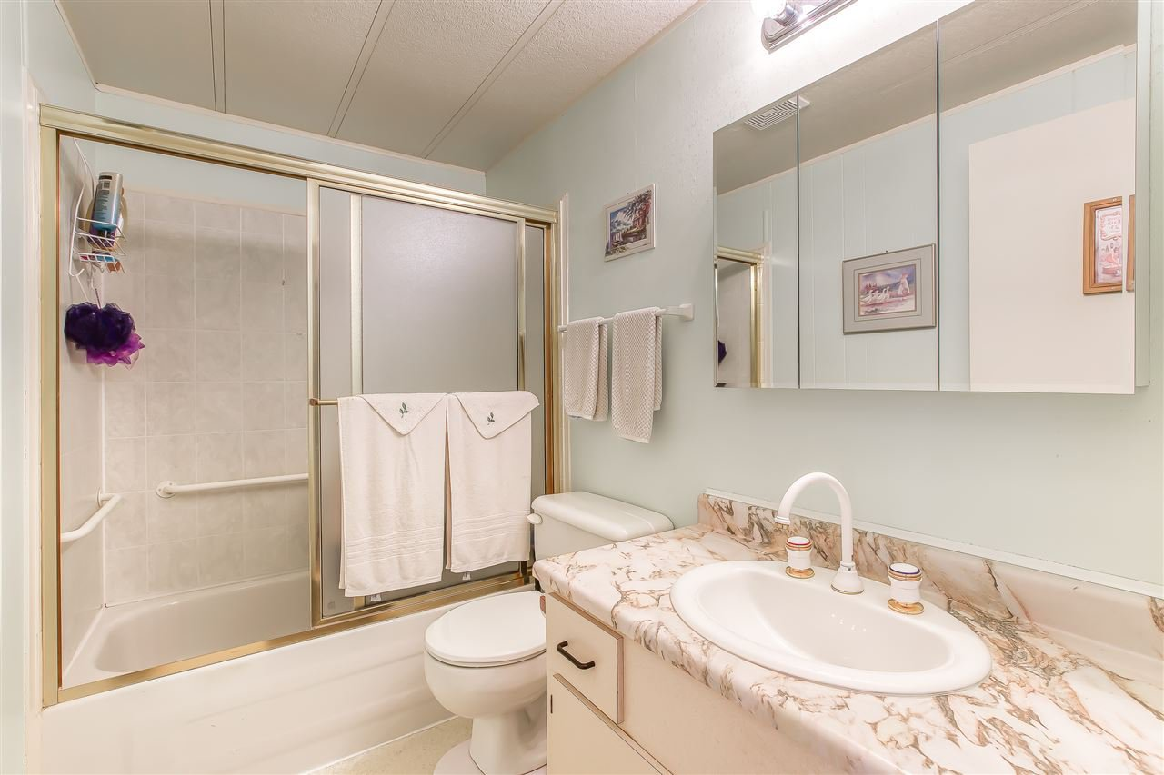 """Photo 10: Photos: 4 7850 KING GEORGE Boulevard in Surrey: East Newton Manufactured Home for sale in """"BEAR CREEK GLEN"""" : MLS®# R2491097"""