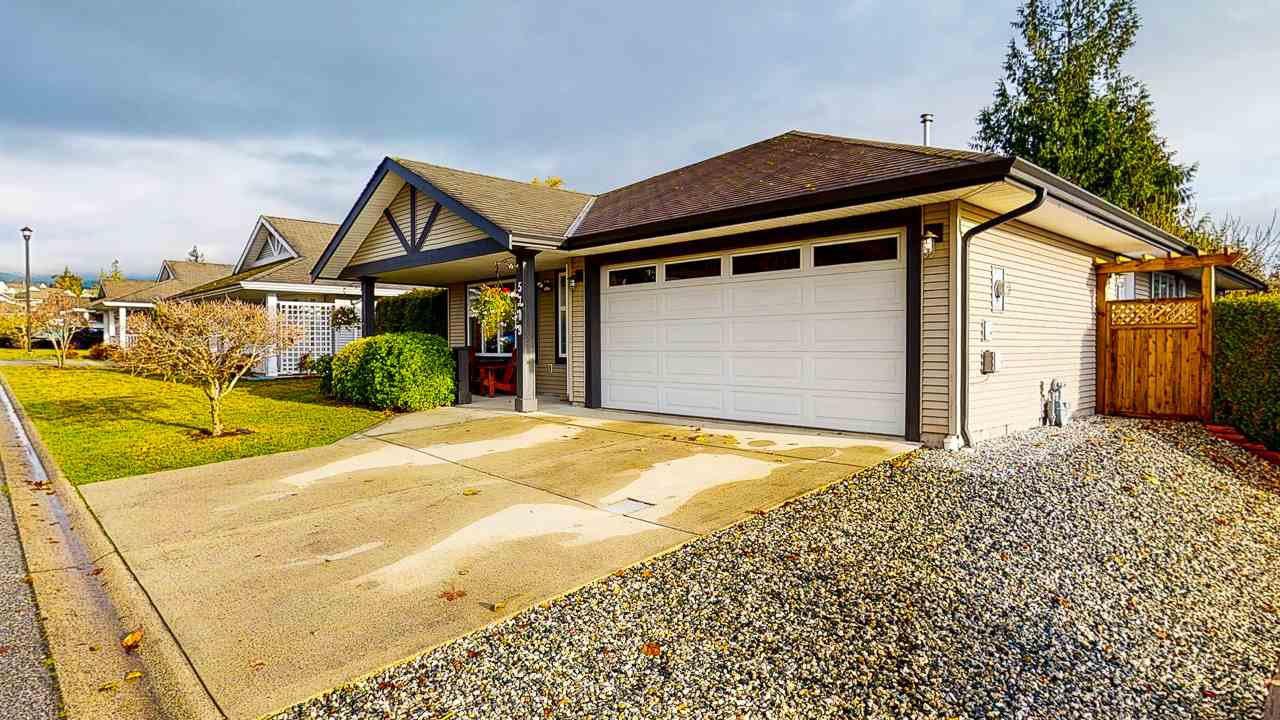 Main Photo: 5709 CASCADE Crescent in Sechelt: Sechelt District House for sale (Sunshine Coast)  : MLS®# R2520079