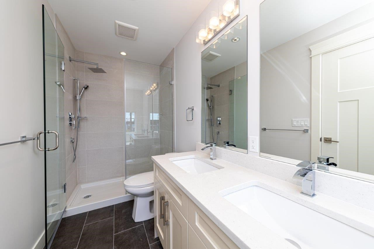 Photo 12: Photos: 545 E 4TH Street in North Vancouver: Lower Lonsdale 1/2 Duplex for sale : MLS®# R2448939